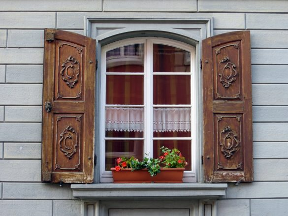 can you paint vinyl windows